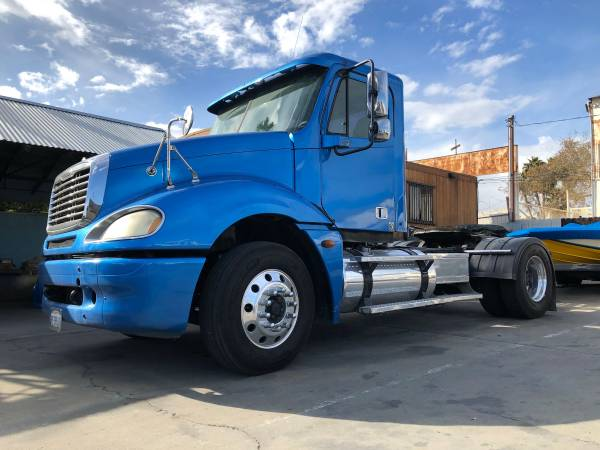 2005 Freightliner Columbia Single Axle / DPF