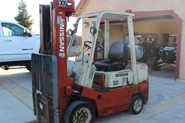 Forklift Nissan with side shift new tires run good propane $4500