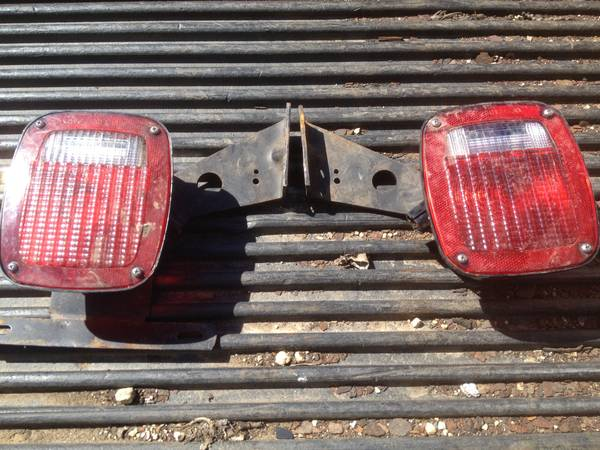 Grote 5370 SAE AIRST 87 Tail Lights Pair (Belvidere) $10